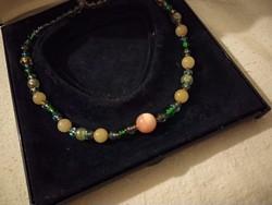 Alkalmi női muránói üveg nyaklánc, zöld kék pink gyöngysor