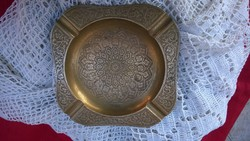 Dús megmunkálású réz hamutál, tálka frissen polírozva 16x16 cm