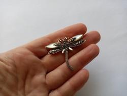 B42 - Fémjelzett 925 ezüst kitűző bross szitakötő