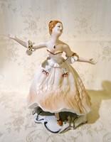 E_002 Wallendorf jellegű nagyon szép táncoló balerina, ritka festésű ruhában Arpo porcelán