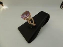 Rozé arany modern gyűrű ametiszttel és gyémántokkal
