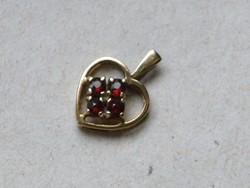 KK538  9 karátos sárga arany szív medál fémjelzett