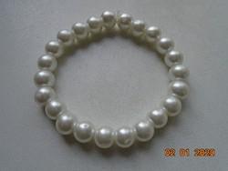 Karkötő fehér gyöngyből