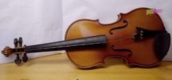 Tanulóhegedű 1965-ből, Szegedi hangszergyár régi darab, húrozandó állapotban.