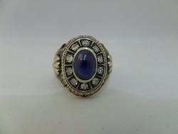 Hatalmas arany gyűrű kék zafírral és brillekkel