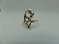 Szecessziós arany gyűrű brillel és smaragdokkal