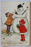 Karácsonyi képeslap, 1905-1945 között: Hóembert építő gyermekek (Amag)