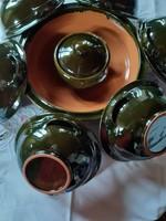 Füles tányérok,magas fényű Albert Attila pörköltes-gulyásos  kerámia étkészlet,jelzett mázas