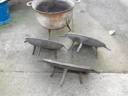 Ritka 3db Eredeti 200 éves háromlábú 3 lábas fedél vas középkori öntöttvas edény Nadrág Anina