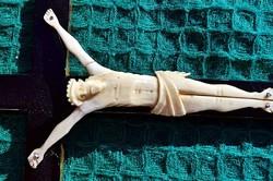 23. Antik, CSONT (elefántcsont?) Jézus Krisztus 10 cm,  29 cm-es aranyozott talpas feszület, kereszt