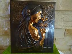 Nő kezében virággal-bronzírozott falikép