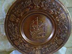Hajókat ábrázoló réz, rézötvözet tányér
