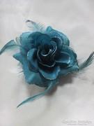 Türkiz kék rózsa bross 10 x 10 cm.