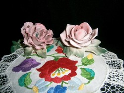 Nagyon szép állapotú Ens porcelán virág szegfű és egy rózsa