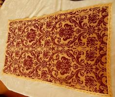 Barokk mintás   terítő, aztalterítő. 87x50 cm