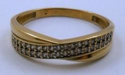 Modern aranygyűrű gyémánt kövekkel arany gyűrű