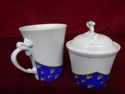 Hollóházi porcelán cukortartó és pohár.  Cukortartó 10 cm magas, átmérője 8 cm. Pohár 10 cm magas.