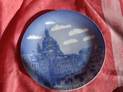 1743-as utcai tájkép porcelán tányéron