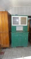 Retró tálaló szekrény az 50-es évekből.
