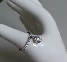 Gyönyörű ródiumos ezüst gyűrű, ráépített fityegővel