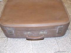 Régi ,retro barna bőrönd,dekorációnak is