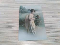 Antik képeslap Lány virággal (1912)