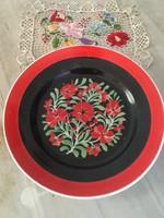 Gyönyörű hollóháza falitányér festett virágos motívumos piros zöld fekete falitál