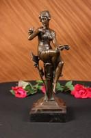 Madaras nőalak  bronz szobor  2016