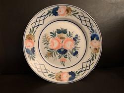 Hollóházi festett tányérr 23 cm. 2 db. van 1.500/db.