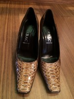 Kígyóbőr női cipő.