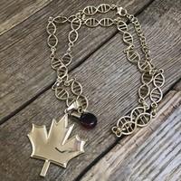 Kanadai arany színű nyaklánc juharfa levéllel és juharsziruppal
