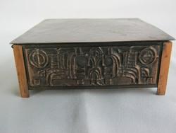 Máté János iparművész stilizált lovas bronz doboz