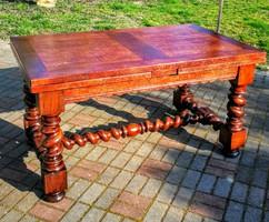 Reneszánsz asztal