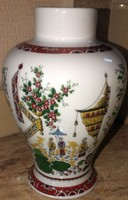 Porcelán váza keleti motívummal