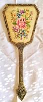 Antik filigrán metszett üvegű goblennel díszített kézitükör