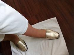 Vajpuha kesztyűbőr finom bőr komfort cipő 41 arany, akár  széles magas lábra nagyon kényelmes