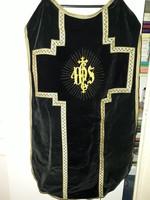 Fekete szépen hímzett miseruha