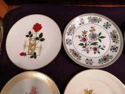 Porceláncsomag gyönyörű, virágmintás, jelzett desszertes tányérokból!