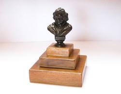Kisméretű Beethoven bronz mellszobor.