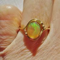 Szépséges régi 18kt arany gyűrű valódi  opállal csodás színjátékkal