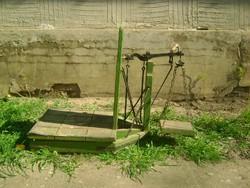 Régi mázsa - használatra vagy népi, kerti dekorációnak