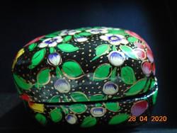 KASHMIRI Kézzel festett,aranyozott virágos, lakkozott papírmasé ékszeres doboz