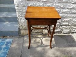 Thonet fiókos asztal laptop asztalnak is!