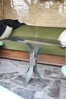Réz lábú üveg asztal