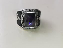 Ezüst pecsétgyűrű csiszolt lila ametiszt színű szintetikus kővel 925