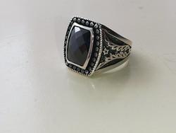 Ezüst pecsétgyűrű csiszolt fekete onix kővel 925