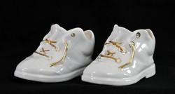 Aquincumi porcelán cipők párban eladók - aranyfűzős hófehér cipellők - cipő vitrindísz