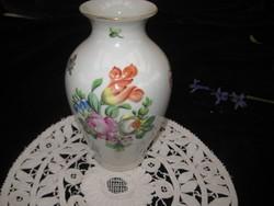 Herendi váza , plasztikusan kiemelkedő  virág mintával   cm