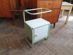 Régi vintage vas szekrény retro csővázas kórházi fém szekrény loft éjjeliszekrény