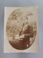 Régi női fotó régi fénykép fiatal hölgy M.Thonet vintage székben